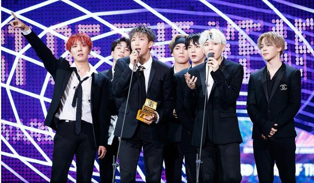 Từ công ty suýt phá sản, làm nhạc trong gara ô tô và tập vũ đạo trong phòng tập ẩm thấp, BTS giờ đây đã chạm vào giấc mơ #1 Billboard! - Ảnh 19.