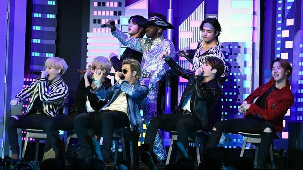 Từ công ty suýt phá sản, làm nhạc trong gara ô tô và tập vũ đạo trong phòng tập ẩm thấp, BTS giờ đây đã chạm vào giấc mơ #1 Billboard! - Ảnh 25.