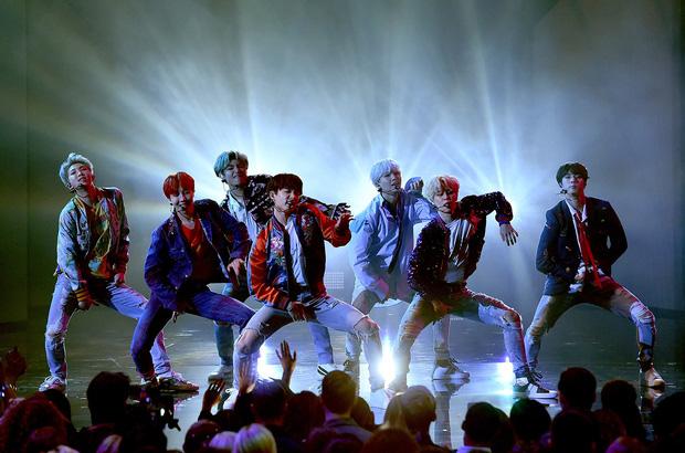 Từ công ty suýt phá sản, làm nhạc trong gara ô tô và tập vũ đạo trong phòng tập ẩm thấp, BTS giờ đây đã chạm vào giấc mơ #1 Billboard! - Ảnh 23.