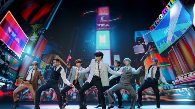 Từ công ty suýt phá sản, làm nhạc trong gara ô tô và tập vũ đạo trong phòng tập ẩm thấp, BTS giờ đây đã chạm vào giấc mơ #1 Billboard! - Ảnh 24.